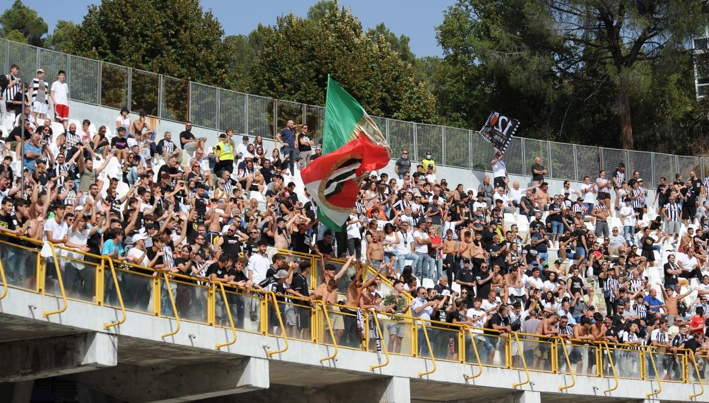 Crotone-Ascoli: da domani biglietti in vendita.
