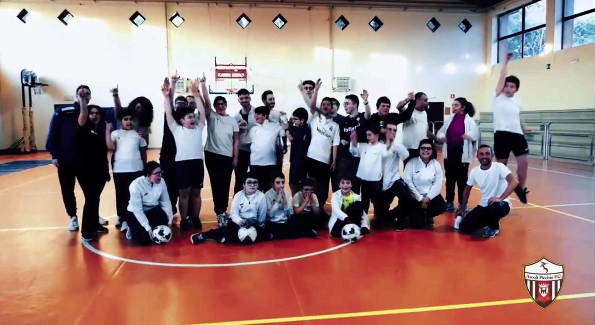 Un calcio per tutti: lo spot